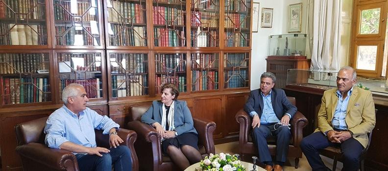 Επίσκεψη της Περιφερειάρχη στη Βιβλιοθήκη «Κοραής» της Χίου