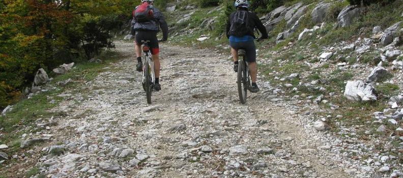 Υπογραφή σύμβασης για την εξασφάλιση βατότητας σε ποδηλατικές διαδρομές της Σάμου