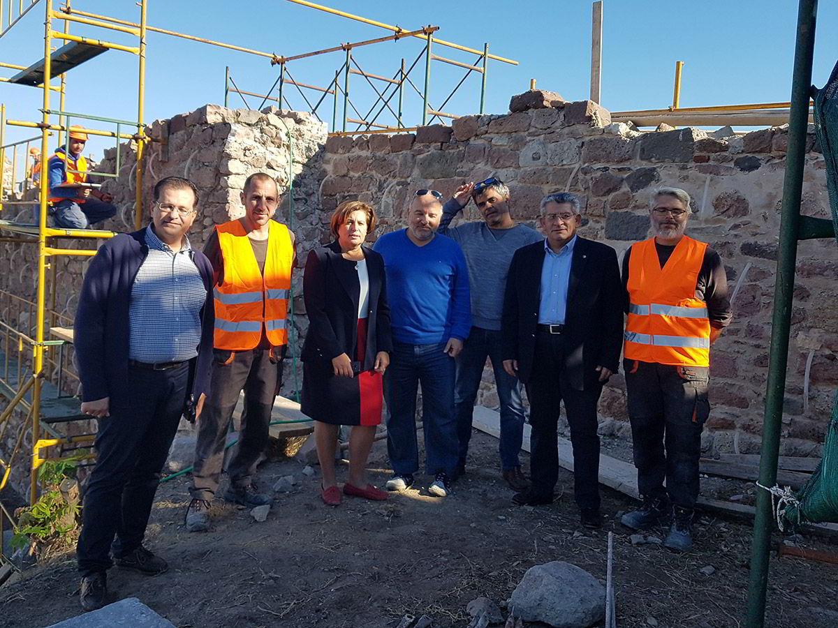 Επίσκεψη της Χριστιάνας Καλογήρου στα έργα αποκατάστασης του Κάστρου της Μυτιλήνης