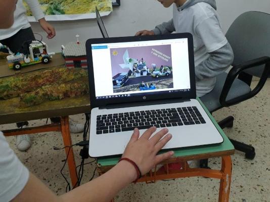 Επίσκεψη Καλογήρου στο 9ο δημοτικό σχολείο Μυτιλήνης που βραβεύθηκε στον πανελλήνιο διαγωνισμό εκπαιδευτικής ρομποτικής