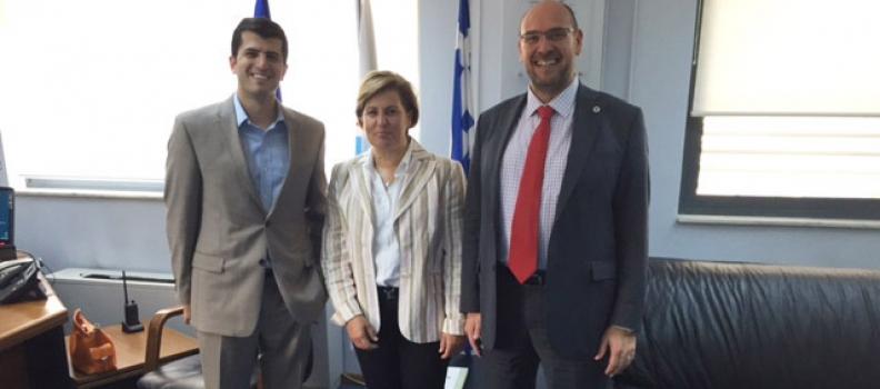 Θέματα που σχετίζονται με τη λειτουργία των υπηρεσιών του ΕΚΑΒ στο Βόρειο Αιγαίο συζήτησε με τον πρόεδρό του η Χριστιάνα Καλογήρου