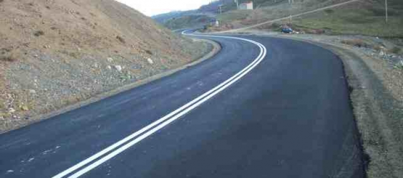 Υπογραφή σύμβασης για άμεσες παρεμβάσεις αποκατάστασης οδικού δικτύου Ικαρίας