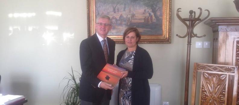 Συνάντηση της Περιφερειάρχη με τον Ιρλανδό Πρέσβη