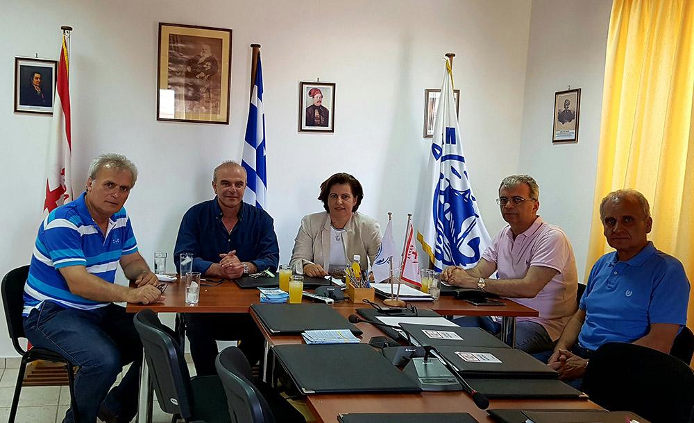 Σύσκεψη της Περιφερειάρχη με το Δήμαρχο Ψαρών για τις ανάγκες του νησιού